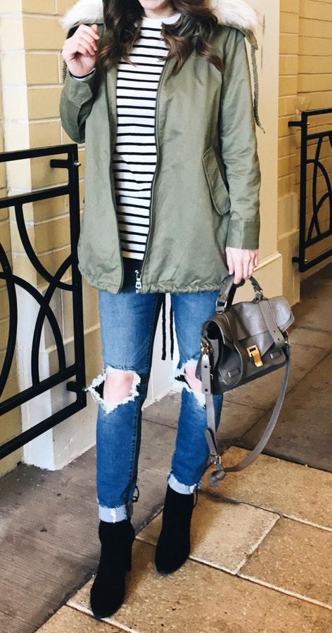 blue-med-skinny-jeans-black-shoe-booties-gray-bag-green-olive-jacket-coat-parka-brun-fall-winter-outfit-weekend.jpg