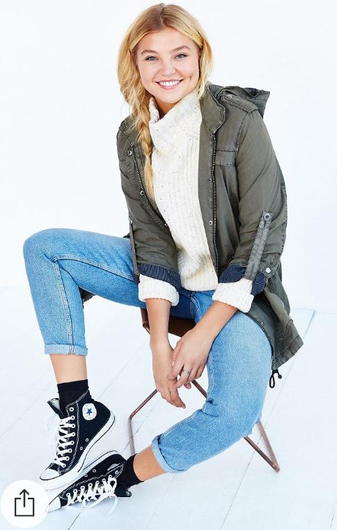 blue-light-skinny-jeans-white-sweater-howtowear-style-fashion-fall-winter-white-green-olive-jacket-coat-turtleneck-parka-black-shoe-sneakers-blonde-weekend.jpg