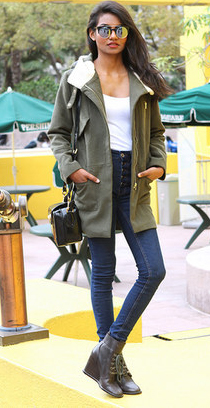 blue-navy-skinny-jeans-white-tee-green-olive-jacket-coat-army-parka-asos-sun-black-bag-black-shoe-booties-brun-howtowear-fashion-style-outfit-fall-winter-weekend.jpg