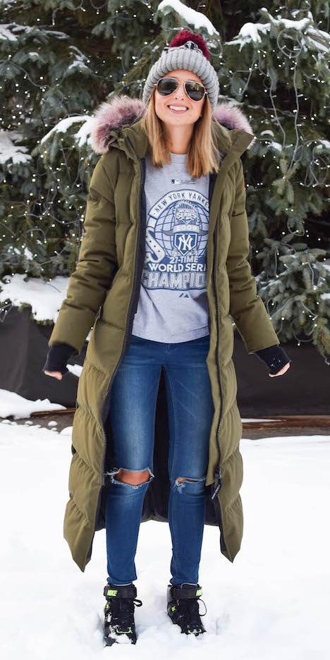 blue-med-skinny-jeans-blonde-beanie-black-shoe-sneakers-snow-sun-green-olive-jacket-coat-parka-fall-winter-outfit-weekend.jpg