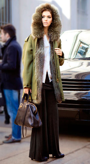 black-wideleg-pants-white-collared-shirt-hairr-black-bag-green-olive-jacket-coat-parka-fall-winter-outfit-lunch.jpg