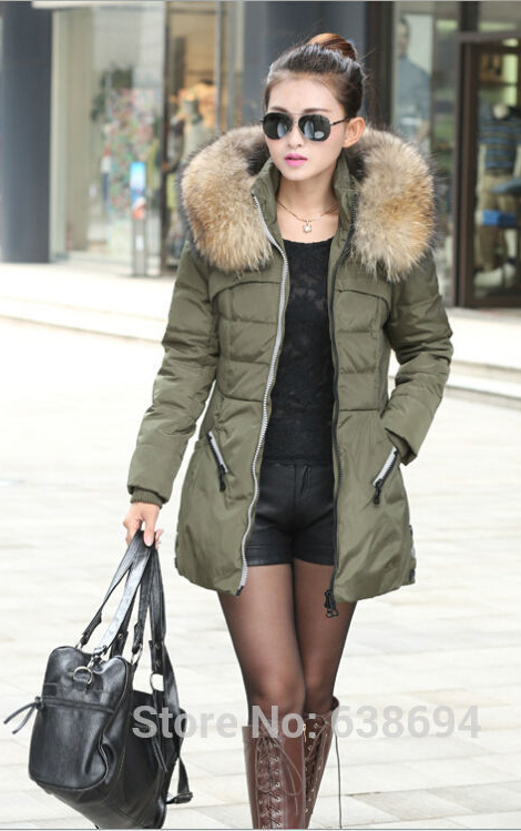 black-shorts-black-top-lace-necklace-green-olive-jacket-coat-howtowear-fashion-style-outfit-fall-winter-parka-black-tights-brown-shoe-boots-sun-black-bag-bun-brun-lunch.jpg