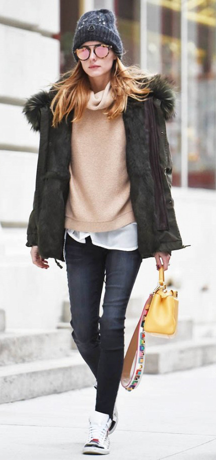 black-skinny-jeans-white-collared-shirt-o-tan-sweater-green-olive-jacket-coat-parka-sun-yellow-bag-oliviapalermo-wear-fall-winter-white-shoe-sneakers-beanie-hairr-weekend.jpg