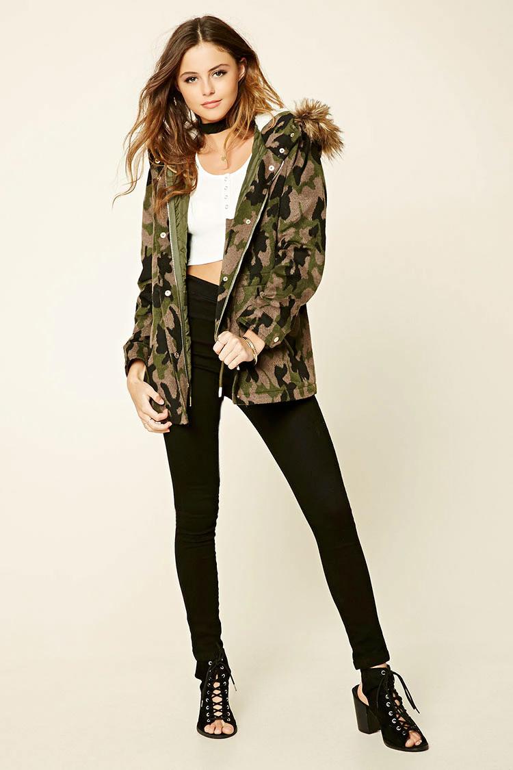black-leggings-white-tee-crop-green-olive-jacket-coat-camo-choker-wear-outfit-parka-fall-winter-black-shoe-sandalh-hairr-lunch.jpg