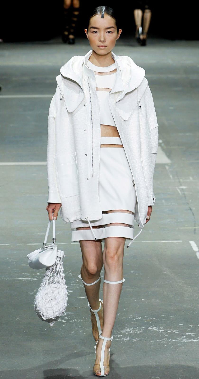 white-mini-skirt-match-set-white-crop-top-brun-white-shoe-sandalh-mono-white-jacket-coat-parka-spring-summer-dinner.jpg