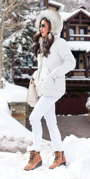 white-skinny-jeans-cognac-shoe-booties-snow-white-bag-brun-sun-gloves-white-jacket-coat-parka-fall-winter-outfit-weekend.jpg