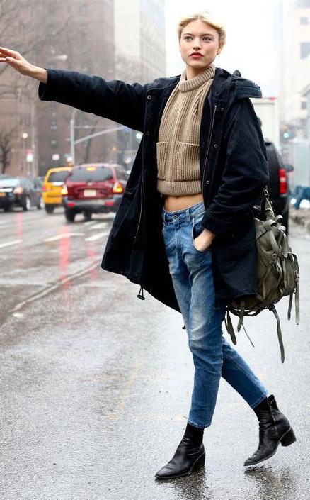 blue-med-boyfriend-jeans-tan-sweater-black-shoe-booties-black-jacket-coat-parka-blonde-momjeans-chelsea-outfit-fall-winter-model-style-weekend.jpg