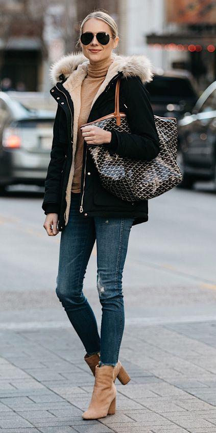 blue-med-skinny-jeans-tan-shoe-booties-blonde-bun-sun-black-bag-tote-tan-sweater-turtleneck-black-jacket-coat-parka-fall-winter-outfit-weekend.jpg
