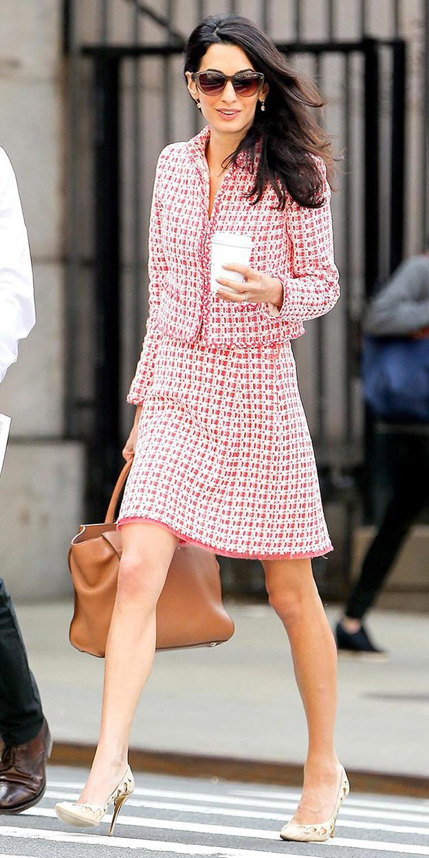 amalclooney-skirtsuit-red-mini-skirt-tweed-cognac-bag-brun-tan-shoe-pumps-red-jacket-lady-spring-summer-work.jpg