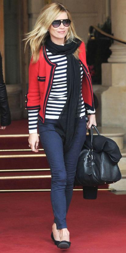 blue-navy-skinny-jeans-blue-navy-tee-stripe-black-scarf-black-shoe-flats-black-bag-blonde-katemoss-red-jacket-lady-fall-winter-weekend.jpg