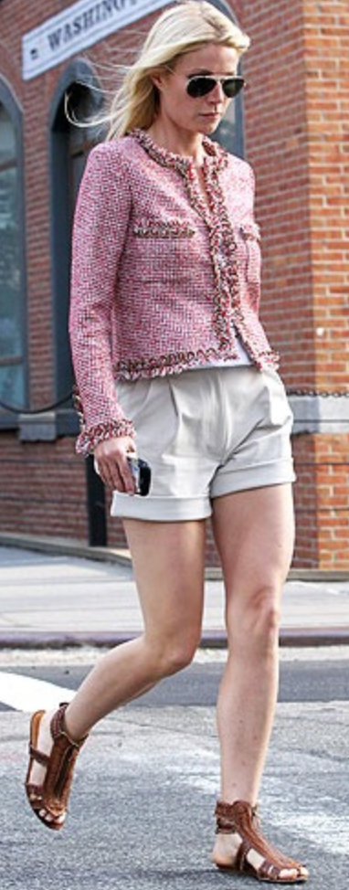 o-tan-shorts-r-pink-light-jacket-lady-tweed-sun-gwynethpaltrow-howtowear-fashion-style-outfit-spring-summer-brown-shoe-sandals-blonde-lunch.jpg