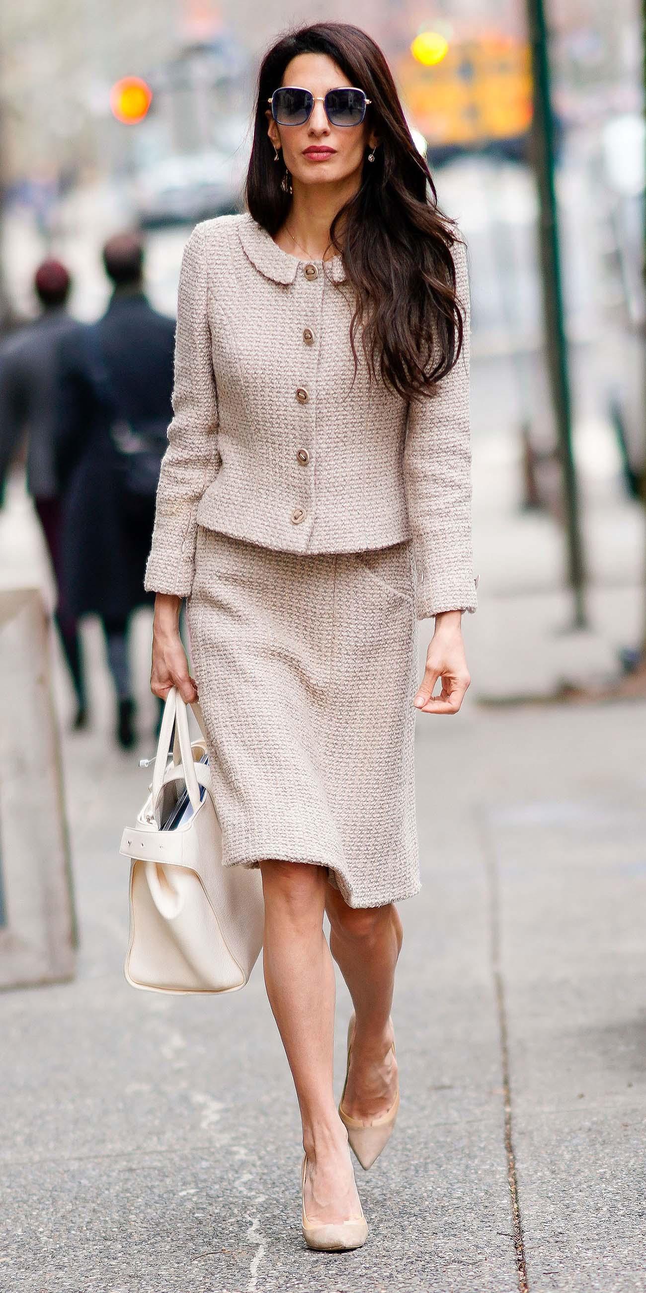 amalclooney-tan-pencil-skirt-skirtsuit-brun-sun-white-bag-tan-shoe-pumps-tan-jacket-lady-fall-winter-work.jpg