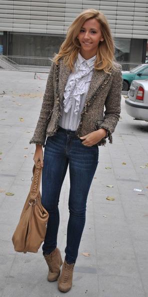 blue-navy-skinny-jeans-tan-shoe-booties-tan-bag-white-top-blouse-blonde-tan-jacket-lady-fall-winter-work.jpg