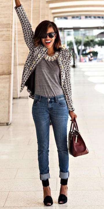 blue-med-skinny-jeans-grayl-tee-bib-necklace-brun-burgundy-bag-black-shoe-pumps-white-jacket-lady-fall-winter-lunch.jpg