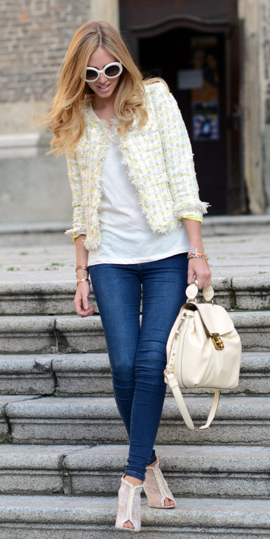 blue-navy-skinny-jeans-white-shoe-sandalh-white-bag-pack-sun-blonde-white-tee-white-jacket-lady-spring-summer-lunch.jpg