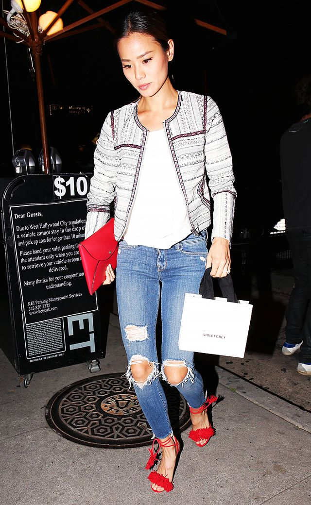 blue-med-skinny-jeans-white-tee-white-jacket-lady-red-bag-clutch-red-shoe-sandalh-brun-jamiechung-spring-summer-dinner.jpg