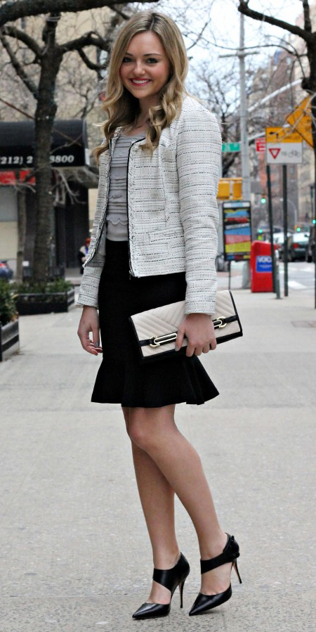 black-mini-skirt-grayl-sweater-white-jacket-lady-white-bag-black-shoe-pumps-tweed-howtowear-fashion-style-outfit-spring-summer-blonde-work.jpg