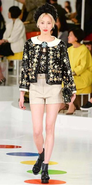 tan-shorts-hat-blonde-black-shoe-booties-black-jacket-lady-spring-summer-lunch.jpg