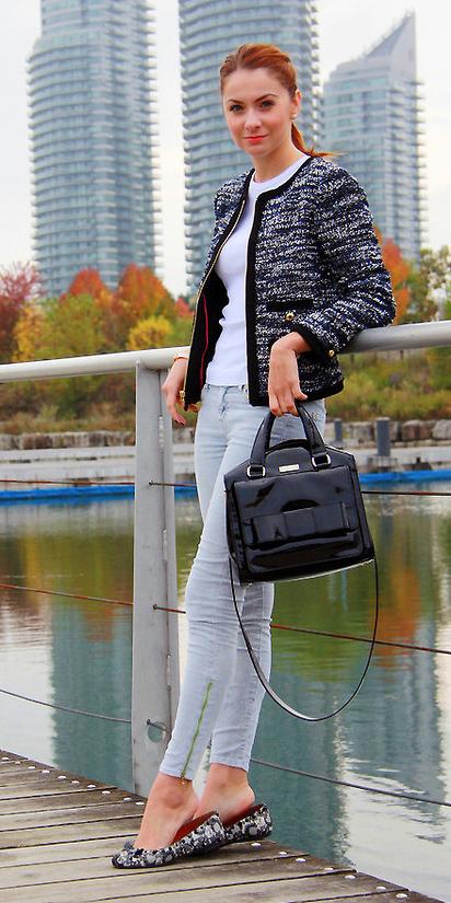 blue-light-skinny-jeans-white-tee-black-bag-hairr-pony-tweed-black-jacket-lady-fall-winter-weekend.jpg
