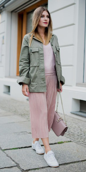 pink-light-midi-skirt-pink-bag-green-olive-jacket-utility-white-shoe-sneakers-pink-light-cami-spring-summer-hairr-weekend.jpg