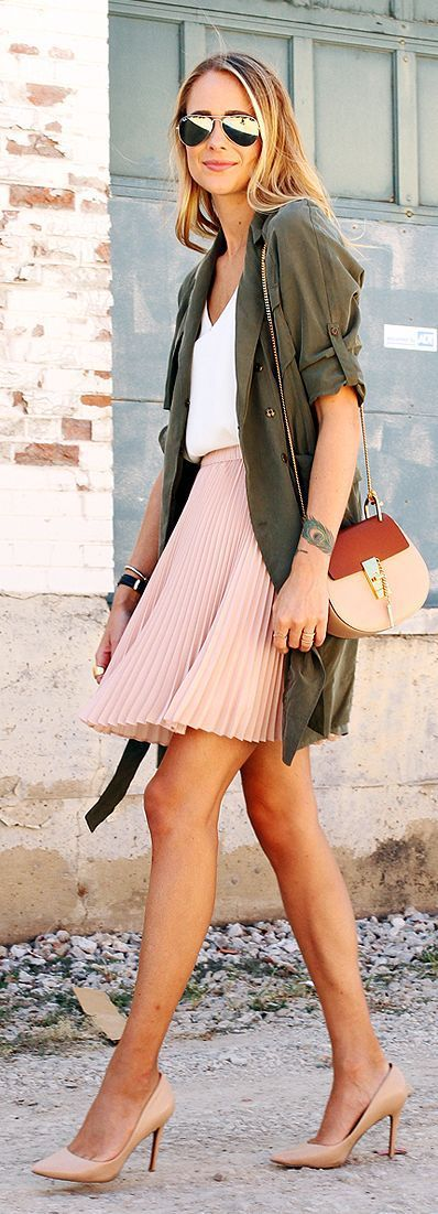 r-pink-light-mini-skirt-white-top-pleat-sun-tan-bag-tan-shoe-pumps-green-olive-jacket-utility-howtowear-fashion-style-outfit-spring-summer-hairr-lunch.jpg