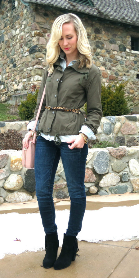 blue-navy-skinny-jeans-belt-green-olive-jacket-utility-blue-light-collared-shirt-pink-bag-blonde-black-shoe-booties-fall-winter-lunch.jpg