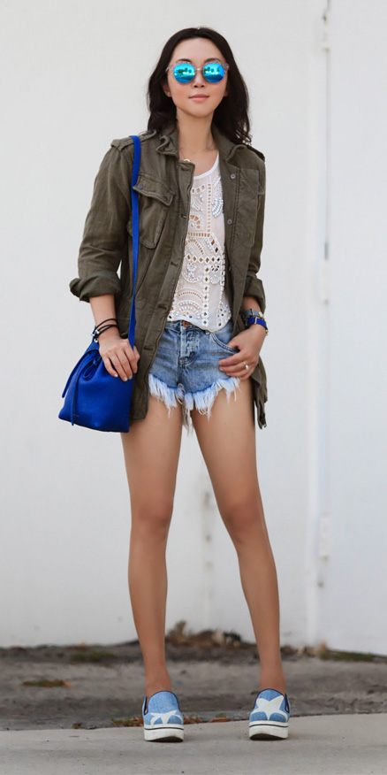 blue-light-shorts-white-top-blue-shoe-sneakers-green-olive-jacket-utility-blue-bag-sun-brun-spring-summer-weekend.jpg