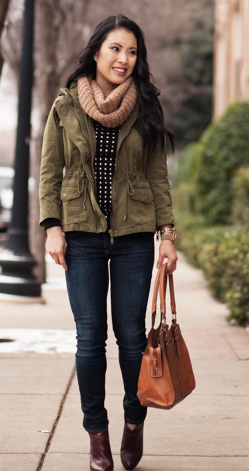 blue-navy-skinny-jeans-black-sweater-green-olive-jacket-utility-tan-scarf-brown-shoe-booties-cognac-bag-howtowear-fashion-style-outfit-fall-winter-brun-weekend.jpg