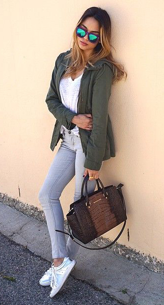 grayl-skinny-jeans-white-tee-green-olive-jacket-utility-brown-bag-white-shoe-sneakers-sun-howtowear-fashion-style-outfit-spring-summer-hairr-weekend.jpg