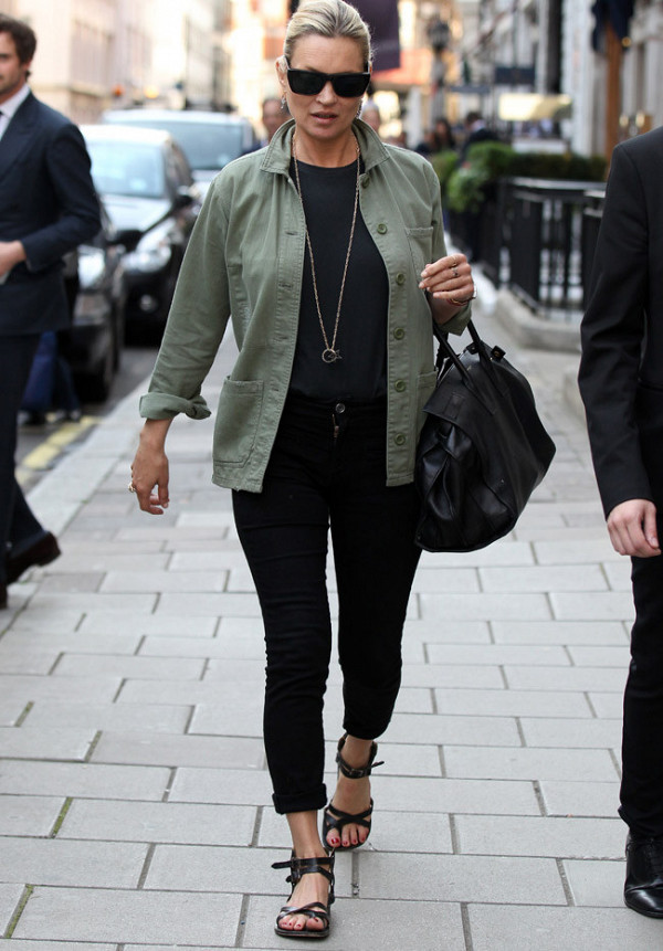 black-skinny-jeans-black-shoe-sandals-black-tee-green-olive-jacket-utility-necklace-pend-bun-sun-black-bag-katemoss-howtowear-fashion-style-outfit-spring-summer-blonde-weekend.jpg