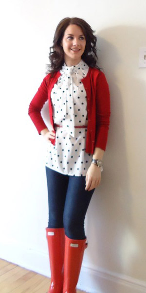 blue-navy-skinny-jeans-white-top-blouse-dot-print-red-cardigan-red-shoe-boots-rain-wellies-spring-summer-lunch.jpg