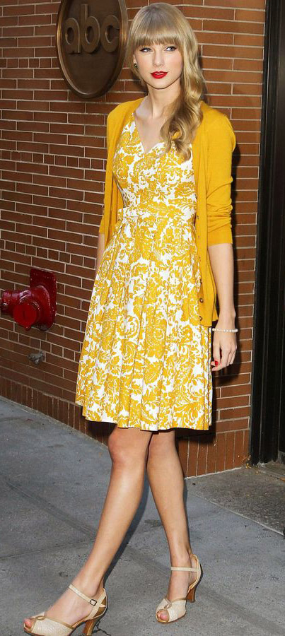 yellow-dress-aline-floral-print-yellow-cardigan-tan-shoe-pumps-taylorswift-spring-summer-blonde-lunch.jpg