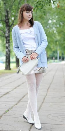 grayl-mini-skirt-white-tights-blue-light-cardigan-hairr-white-top-white-bag-white-shoe-flats-fall-winter-lunch.jpg