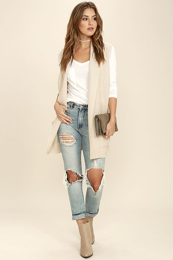 blue-light-skinny-jeans-white-tee-choker-hairr-tan-shoe-booties-tan-vest-knit-fall-winter-lunch.jpg