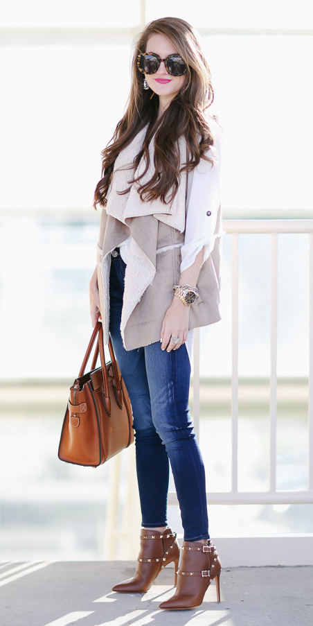 blue-navy-skinny-jeans-white-top-blouse-sun-hairr-cognac-shoe-booties-tan-vest-knit-shearling-cognac-bag-tote-fall-winter-lunch.jpg