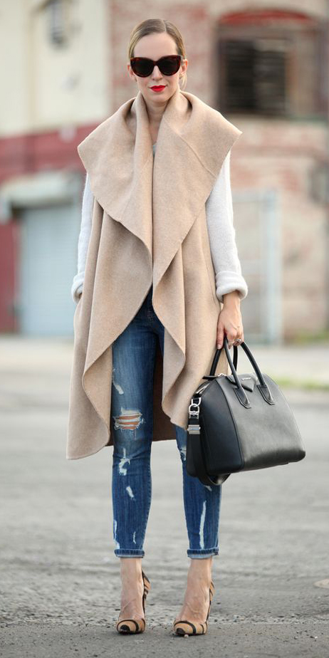blue-med-skinny-jeans-white-sweater-tan-vest-knit-tan-shoe-pumps-black-bag-sun-blonde-layer-fall-winter-lunch.jpg