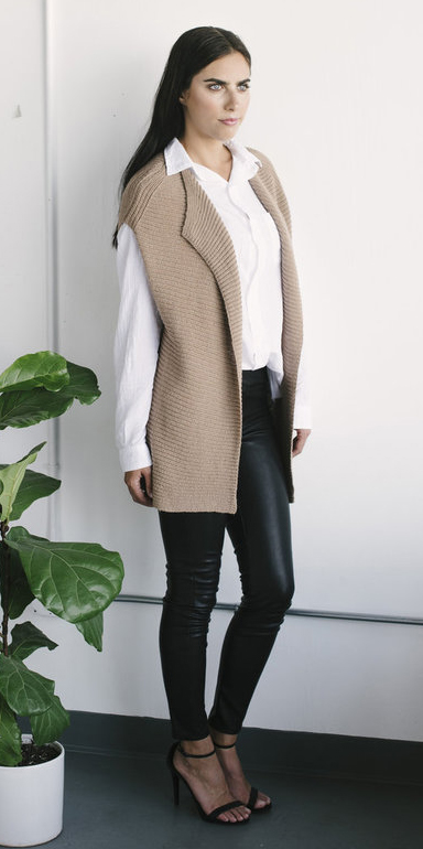 black-skinny-jeans-white-top-blouse-tan-vest-knit-brun-leather-black-shoe-sandalh-fall-winter-dinner.jpg
