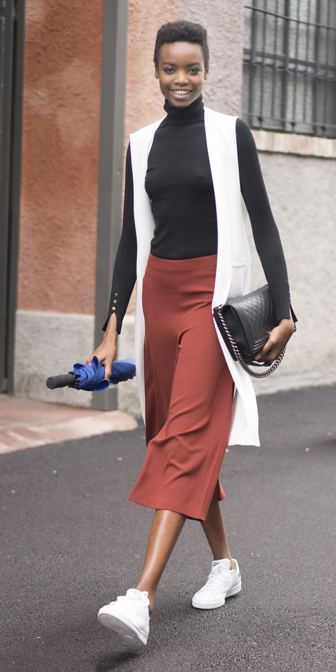 camel-culottes-pants-black-tee-turtleneck-white-vest-knit-brun-black-bag-white-shoe-sneakers-fall-winter-lunch.jpg