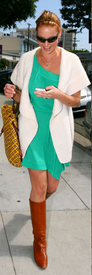 green-emerald-dress-white-cardiganl-white-vest-knit-cognac-shoe-boots-sun-head-bun-blonde-katherineheigl-howtowear-fashion-style-outfit-spring-summer-mini-lunch.jpg