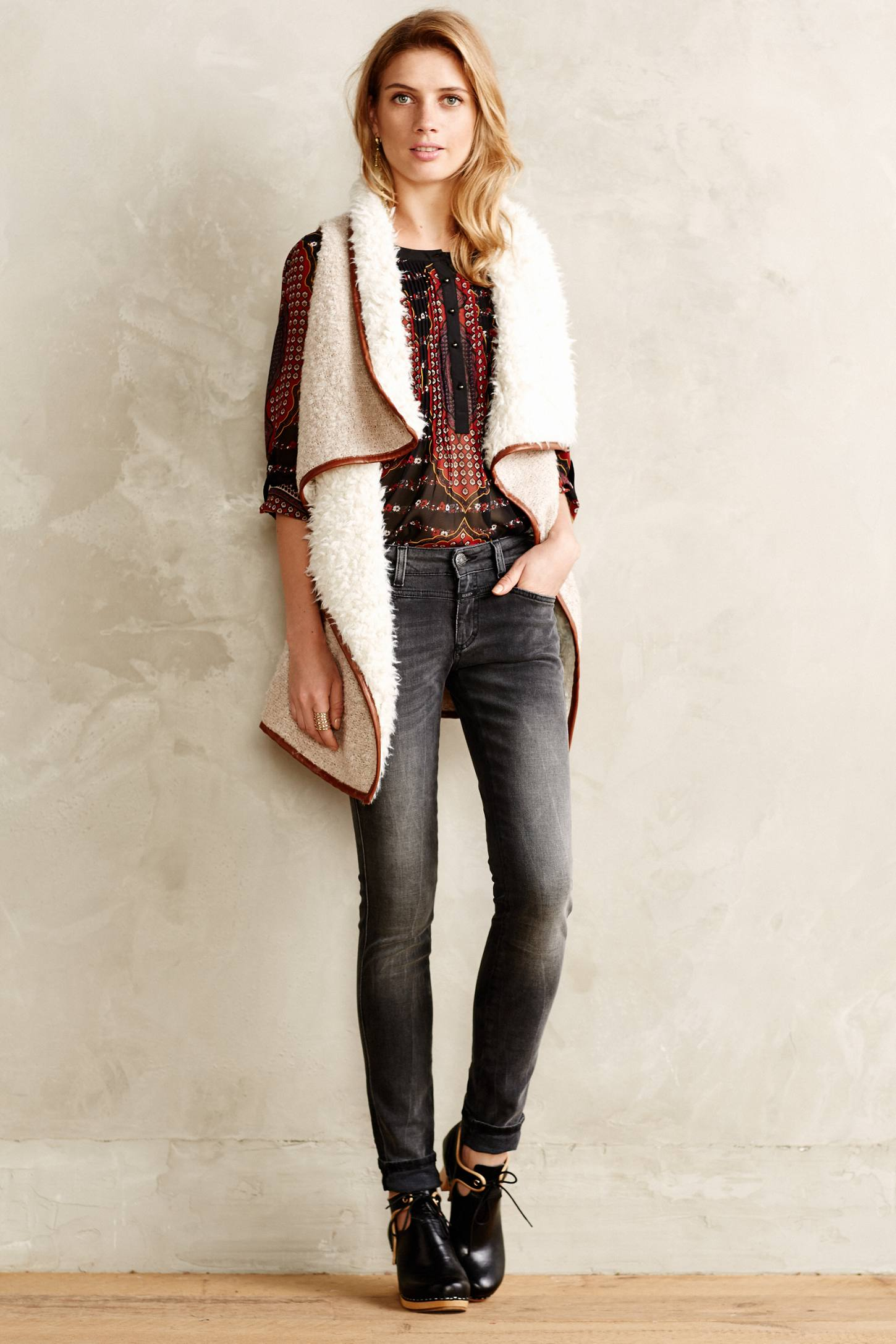 grayd-skinny-jeans-red-top-blouse-peasant-print-blonde-white-vest-knit-black-shoe-booties-fall-winter-lunch.jpg