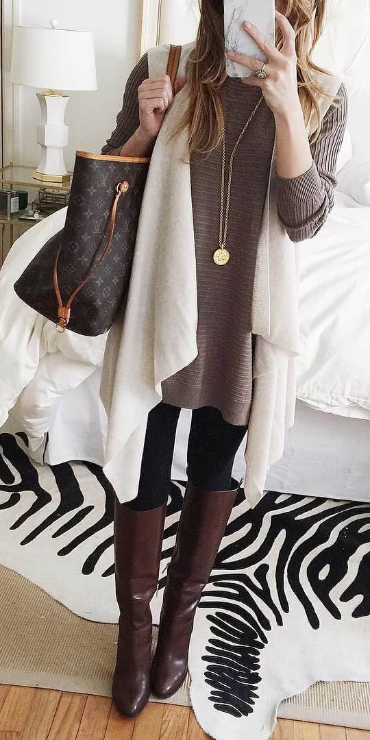 black-leggings-brown-sweater-tunic-layer-white-vest-knit-brown-shoe-boots-necklace-pend-blonde-brown-bag-tote-fall-winter-weekend.jpg