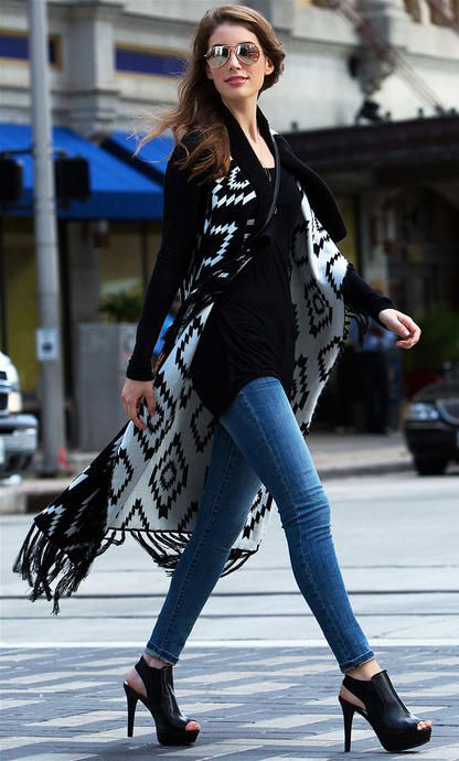 blue-med-skinny-jeans-black-tee-black-shoe-sandalh-aztec-print-black-vest-knit-hairr-sun-fall-winter-lunch.jpg