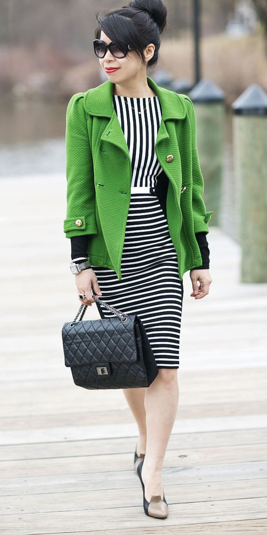 black-dress-bodycon-stripe-black-bag-bun-brun-sun-black-shoe-pumps-green-emerald-jacket-coat-peacoat-fall-winter-work.jpg