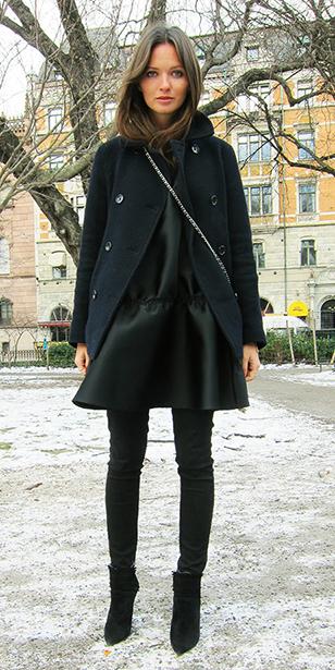 black-skinny-jeans-black-shoe-booties-mono-black-jacket-coat-peacoat-fall-winter-lunch.jpg