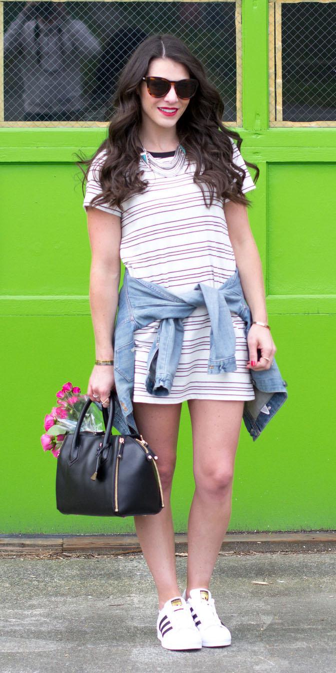 white-dress-tshirt-stripe-blue-light-jacket-jean-sun-black-bag-white-shoe-sneakers-spring-summer-brun-weekend.jpg