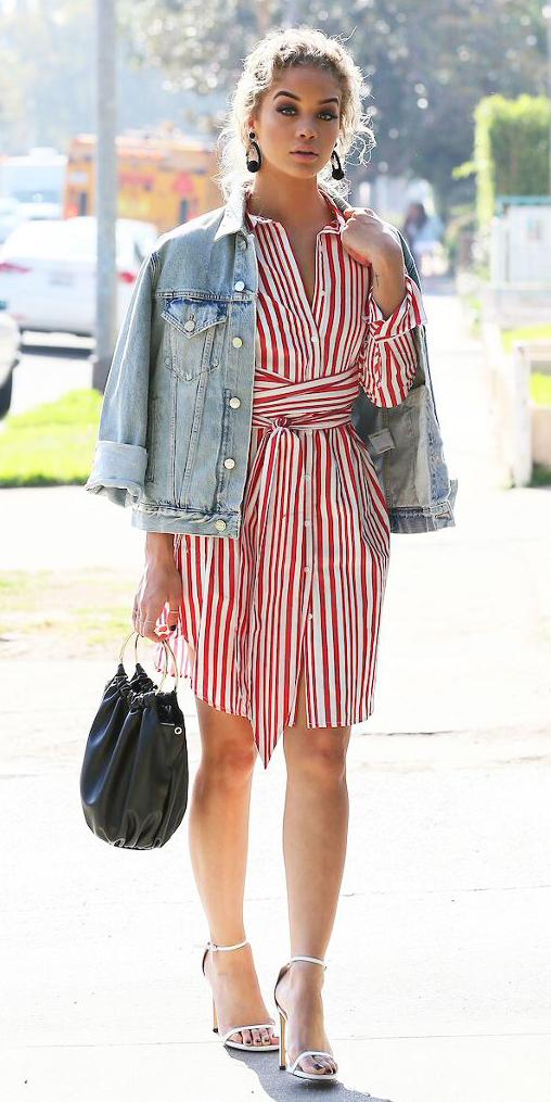 red-dress-shirt-vertical-stripe-blonde-earrings-blue-light-jacket-jean-black-bag-white-shoe-sandalh-spring-summer-dinner.jpg