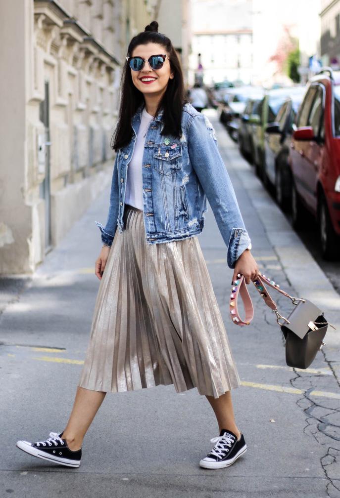 tan-midi-skirt-pleated-blue-light-jacket-jean-black-shoe-sneakers-brun-sun-black-bag-spring-summer-weekend.jpg