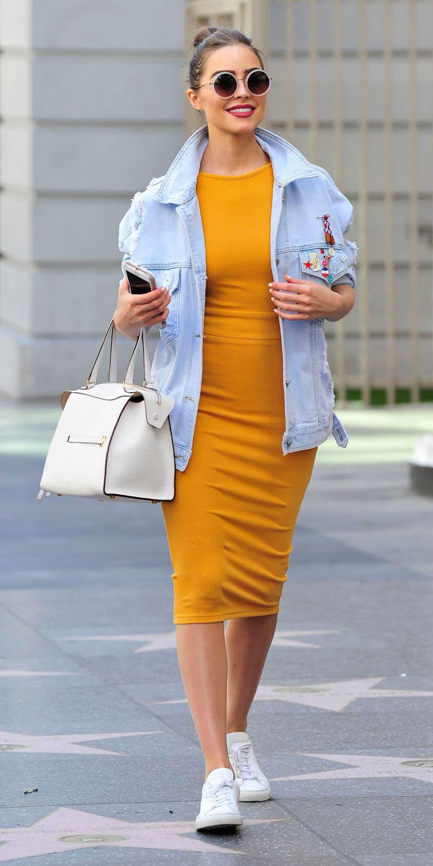 yellow-dress-bodycon-oliviaculpo-blue-light-jacket-jean-white-bag-white-shoe-sneakers-bun-sun-casual-spring-summer-hairr-weekend.jpg