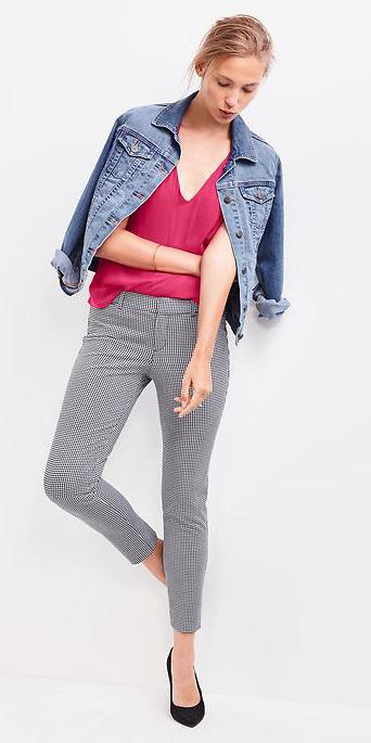 grayl-slim-pants-r-pink-magenta-tee-blue-light-jacket-jean-black-shoe-pumps-bun-howtowear-casualfriday-spring-summer-blonde-work.jpg
