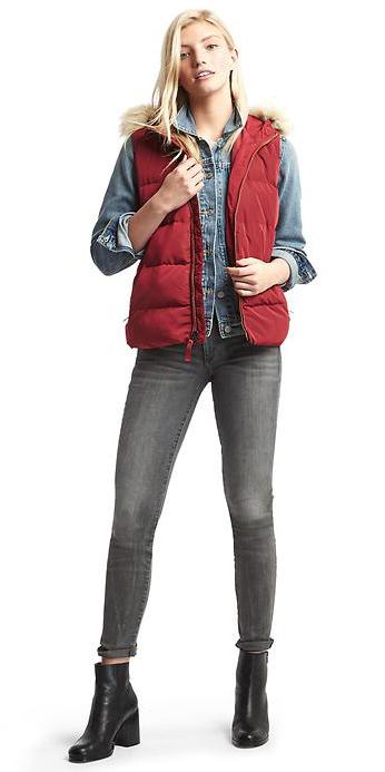 grayd-skinny-jeans-blue-light-jacket-jean-howtowear-style-fashion-fall-winter-red-vest-puffer-black-shoe-booties-blonde-weekend.jpg